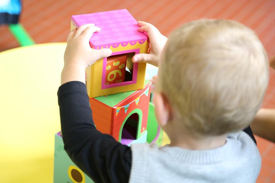 L'âge idéal pour confier son bébé à une garderie
